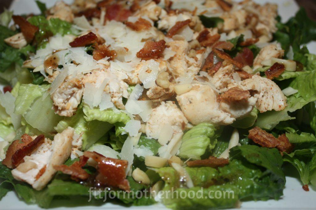 salad-chicken-bacon-nuts-balsamic