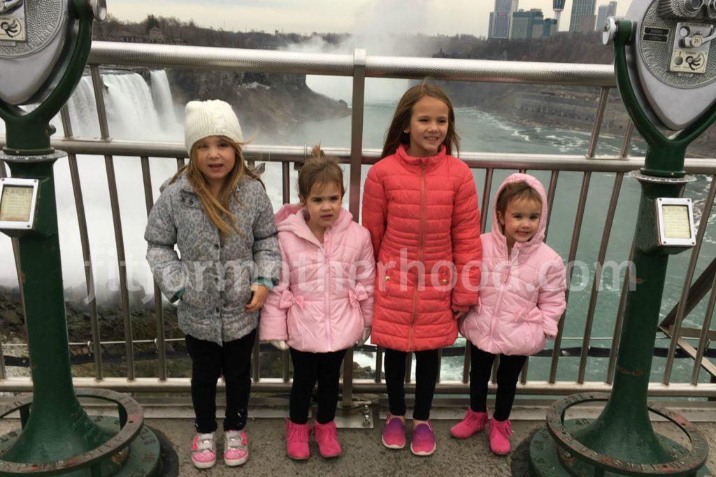 thanksgiving-niagara-falls-girls