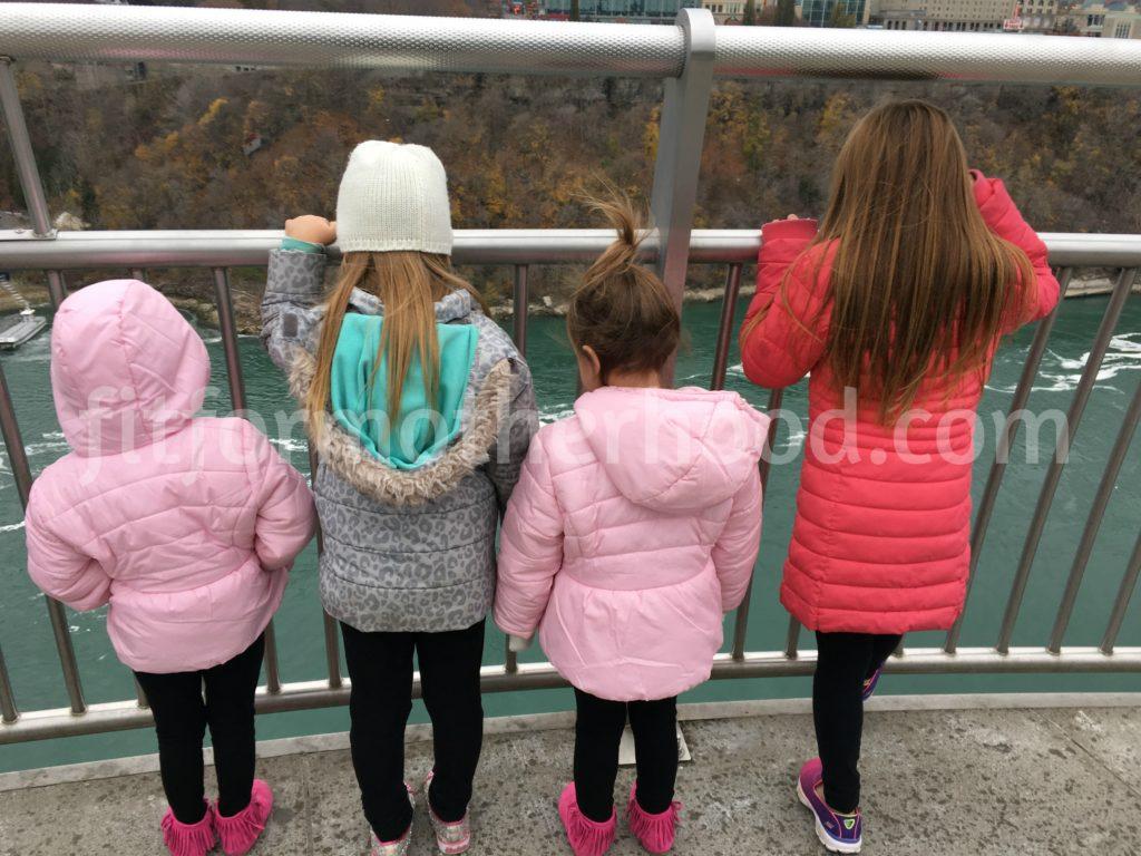 thanksgiving-niagara-falls-girls-backs